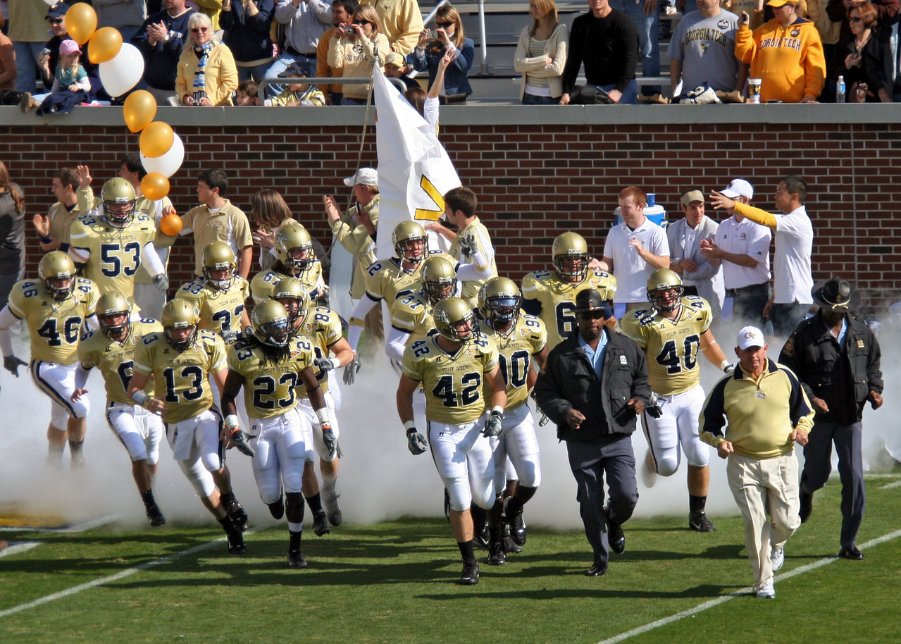 Picture of the Jackets taking the field 222543937_nYsRo-X2